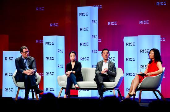 平安科技CEO陈立明(Ericson Chan)在RISE科技峰会参加现场议题讨论