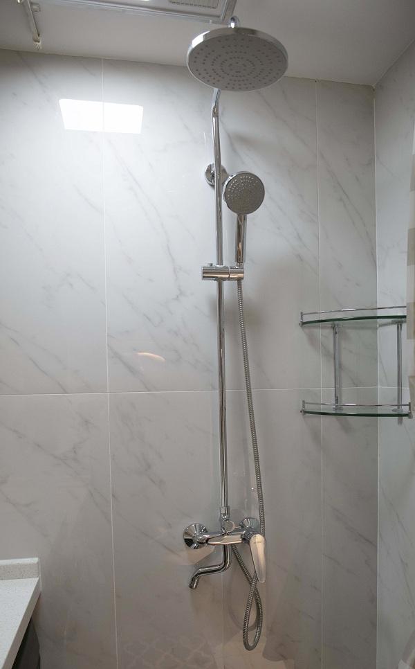 淋浴柱.jpg