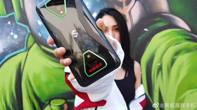 """黑鲨再度携手李宁 : """"中x手""""定制款腾讯黑鲨游戏手机 3 Pro 迎首销"""